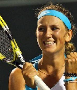 Азаренко одолела Клейстерс и сыграет со Звонаревой