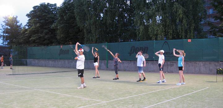 Сравнение индивидуального и группового обучения теннису